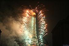 225px-Eiffel_tower_fireworks_on_July_14th_Bastille_Day